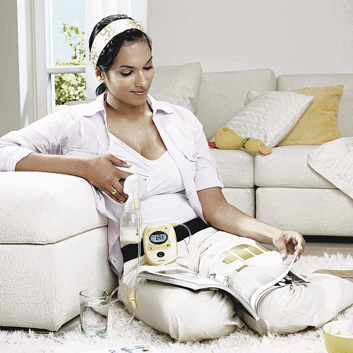 Medela Freestyle Breastpump in action ($399 at Babies'R'Us)