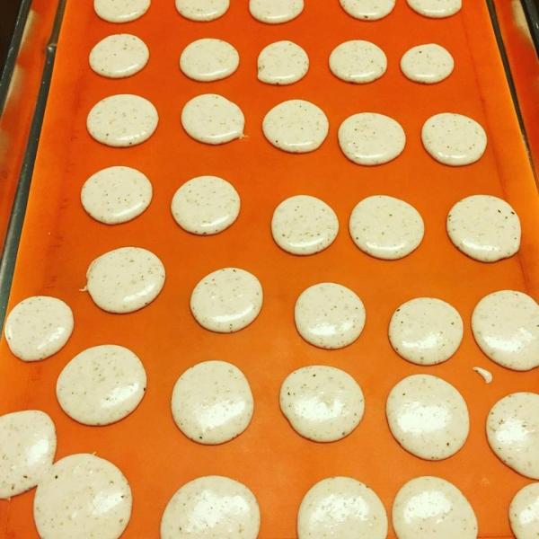 baking macrons