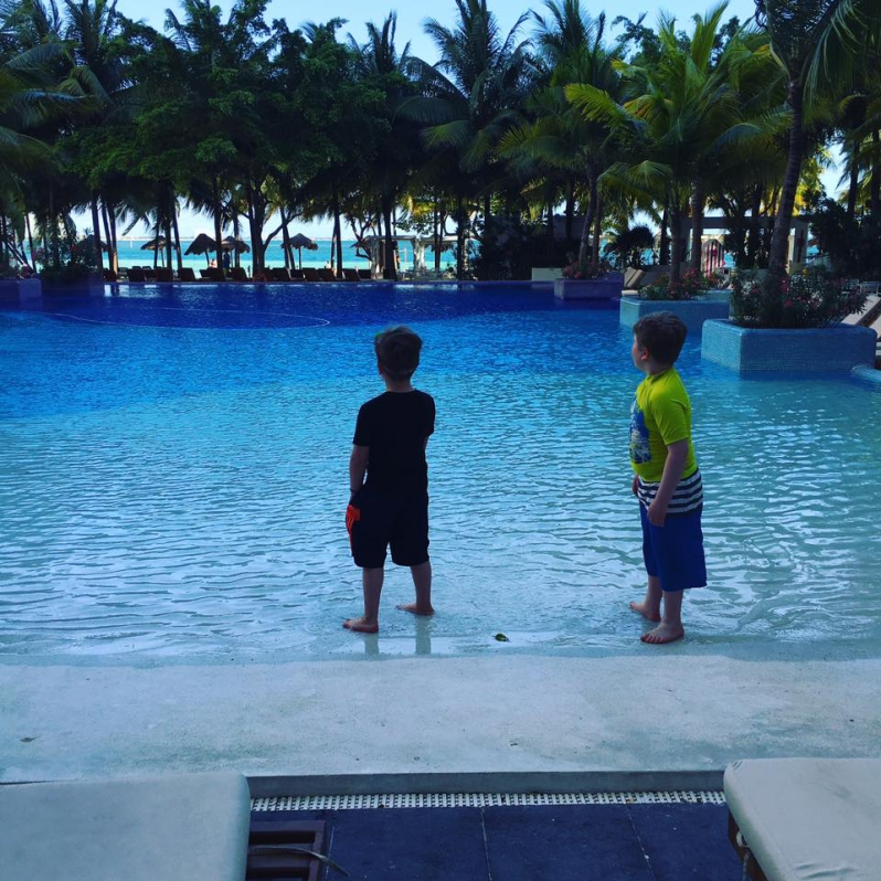 shane and sullivan pool oasis mexico